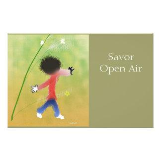 Niño en naturaleza tarjetas informativas