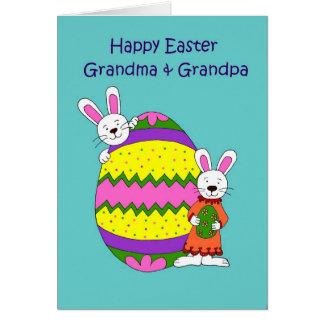 Niños con el huevo de Pascua Tarjeta