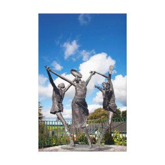 niños de las estatuas del lir impresión en lienzo