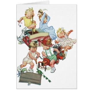 Niños de los niños del vintage que juegan con los tarjeta de felicitación