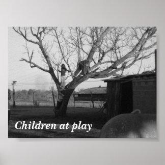 Niños en el juego póster