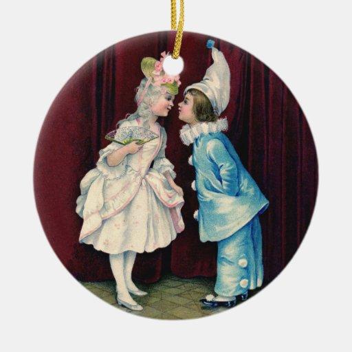 Niños en el ornamento del siglo XVIII del traje Ornaments Para Arbol De Navidad