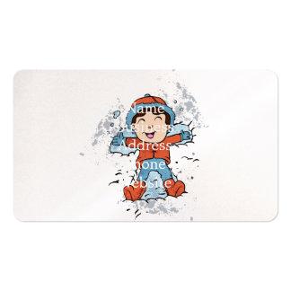 Niños que mienten en nieve como ángeles de la tarjetas de visita