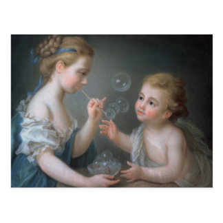 Niños que soplan burbujas postal
