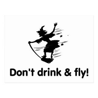 No beba y no vuele a la bruja del vuelo tarjetas postales