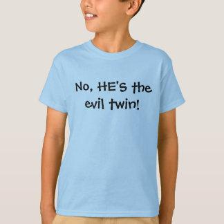 ¡No, ÉL es el gemelo del mal! Camiseta
