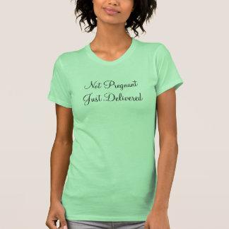 No embarazada apenas entregado camisetas
