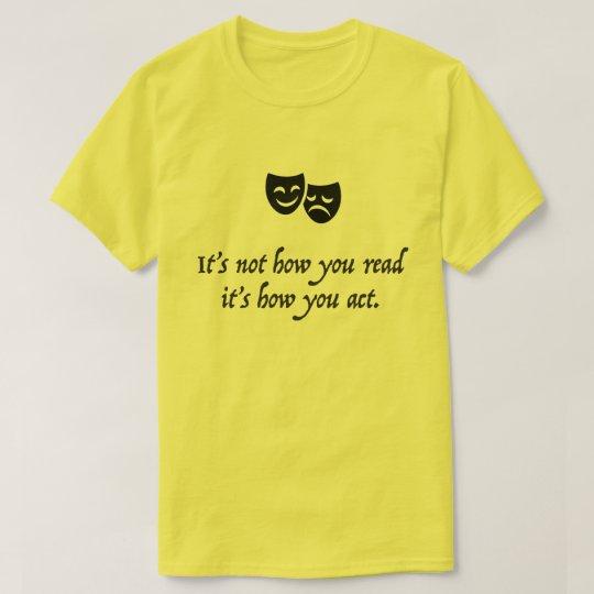 """""""No es cómo usted lo lee es cómo usted actúa"""" Camiseta"""