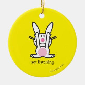 No escuchando adorno navideño redondo de cerámica