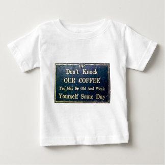 No golpee nuestro café camiseta