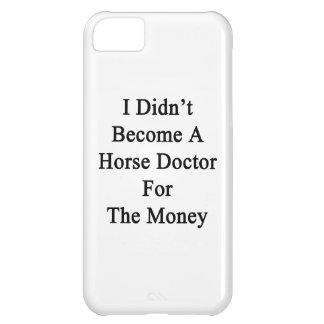No hice doctor de caballo para el dinero