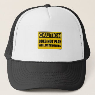 No juega bien con otros gorra de camionero