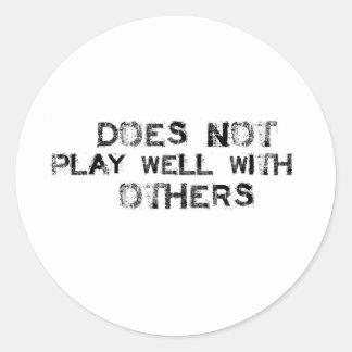 No juega bien con otros pegatina redonda