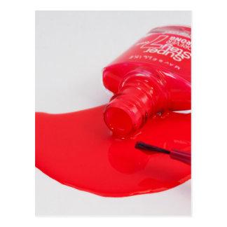 No llora el esmalte de uñas encima derramado postal