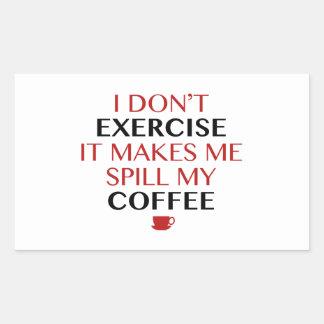 No lo ejercito hago que derrama mi café pegatina rectangular
