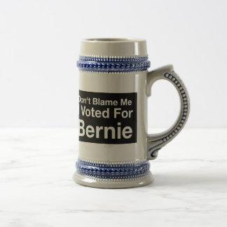 No me culpe que voté por Bernie Jarra De Cerveza