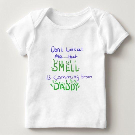 No me mire… esa camisa del olor