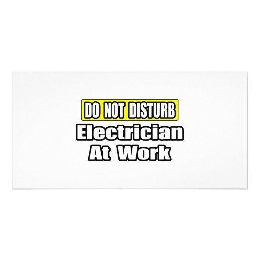 No moleste… al electricista en el trabajo tarjeta personal con foto