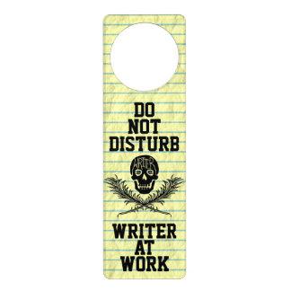 No moleste al escritor en el cráneo del trabajo colgador para puerta