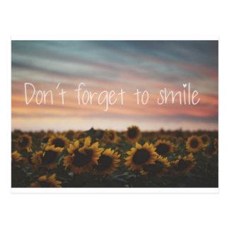 No olvide sonreír postal