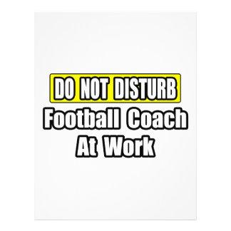 No perturbe… al entrenador de fútbol en el trabajo flyer a todo color