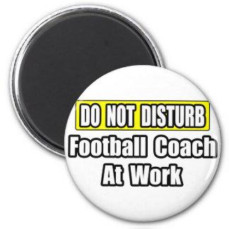 No perturbe… al entrenador de fútbol en el trabajo imán