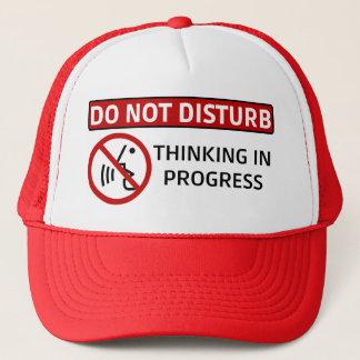 NO PERTURBE: Pensamiento en curso (Red Hat) Gorra De Camionero