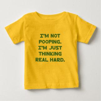 No Pooping, apenas pensando difícilmente Camiseta De Bebé