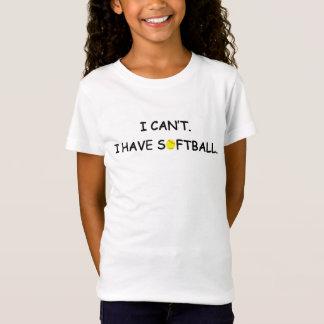 No puedo. Tengo softball. La camiseta del chica