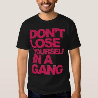 No se pierda en una camiseta de la cuadrilla