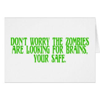 No se preocupe a los zombis están buscando cerebro tarjeta de felicitación