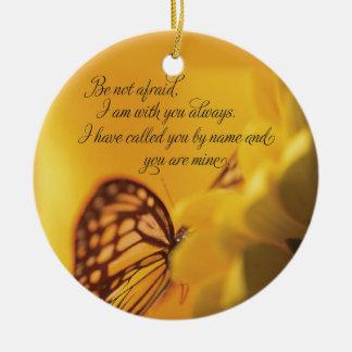 No sea mariposa religiosa asustada en margarita adornos