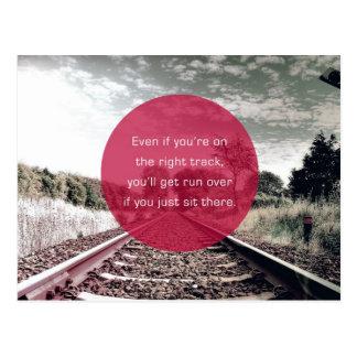 No siente en el lugar la cita de motivación del   postal