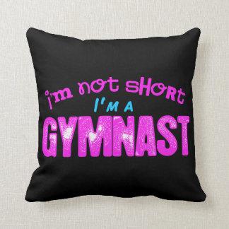 No soy corto, soy un rosa y un azul del gimnasta cojín decorativo