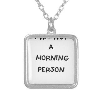 no soy una persona de la mañana collar plateado