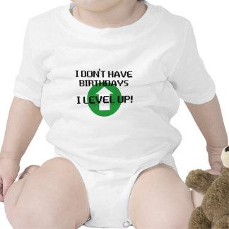 No tengo cumpleaños… traje de bebé