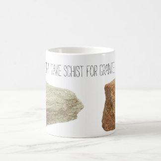 No tome el esquisto para el granito taza