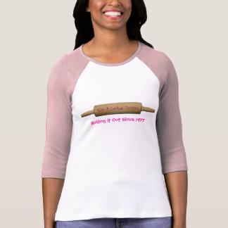 No un cortador de la galleta, rodándolo hacia camiseta