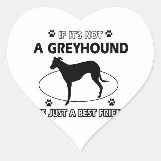 No un perro gris pegatina en forma de corazón