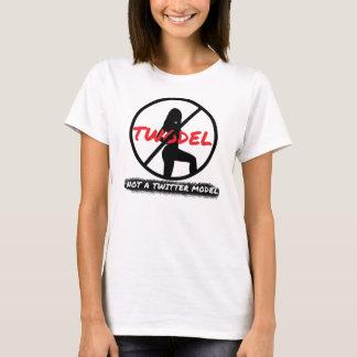 No una camiseta del modelo del gorjeo