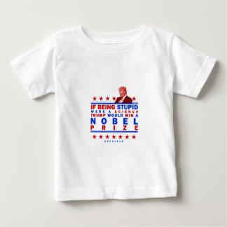 Nobel estúpido camiseta de bebé
