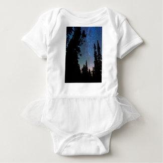 Noche del bosque de la montaña rocosa body para bebé