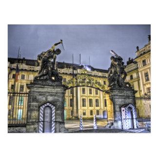 Noche del castillo de Praga de la puerta de Matías Postal