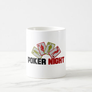 Noche del póker con los naipes taza de café