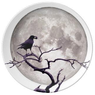Noche gótica de la fantasía del cuervo del cuervo plato de porcelana