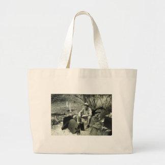 Nómada en la hoguera - 1939. bolsas lienzo