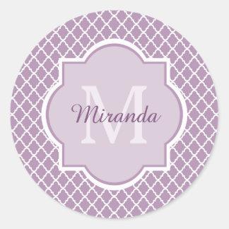 Nombre con monograma púrpura de Quatrefoil de la Pegatina Redonda