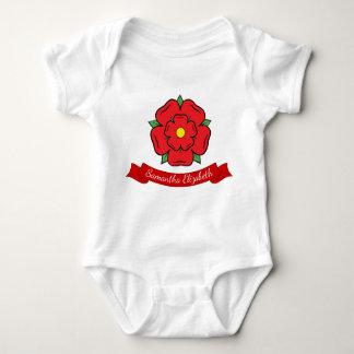 Nombre del rosa rojo y del bebé body para bebé