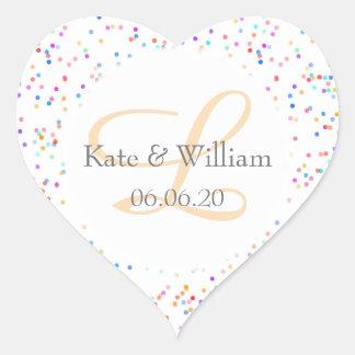 Nombres del confeti del arco iris y fecha pegatina en forma de corazón