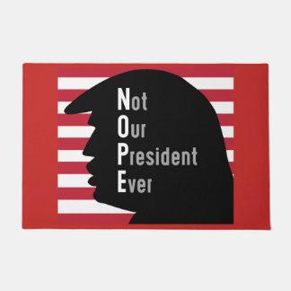 NOPE. No nuestra estera de puerta de presidente
